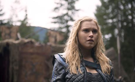 Clarke Takes the Lead - The 100 Season 2 Episode 14