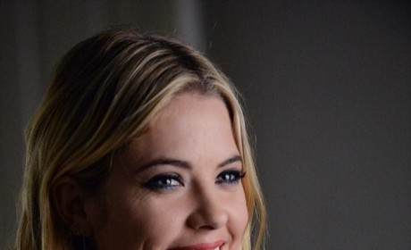 There's That Smile - Pretty Little Liars Season 5 Episode 22