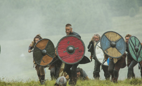 Ragnar Leads the Charge  - Vikings Season 3 Episode 3