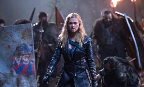 Braced for Battle  - The 100 Season 2 Episode 15