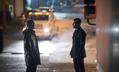 Back Alley - Arrow Season 3 Episode 16