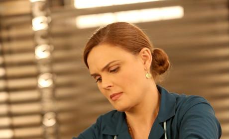 Brennan Gets Her Hands Dirty - Bones Season 10 Episode 11