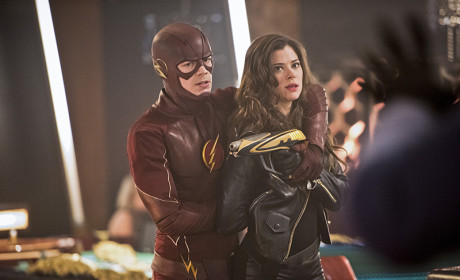 Peyton List Previews The Flash Debut: She's Bad, Blonde AND Brunette!