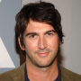 Josh Schwartz Speaks on Gossip Girl Spinoff, Chair