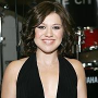 Kelly Clarkson Releases Apology over Clive Davis Feud