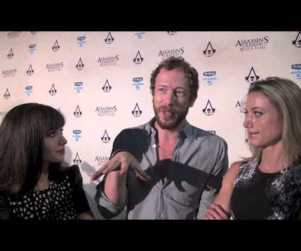 Lost Girl Cast Members Debate Mario vs. Luigi, Geek Out at Comic-Con