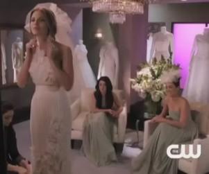 90210 Sneak Peek: Wedding Dress Dish