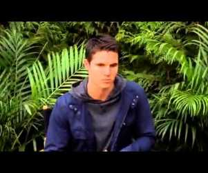 "The Tomorrow People Preview: Robbie Amell on Getting Beat Up, A ""Weird Bond"" with Mark Pellegrino"
