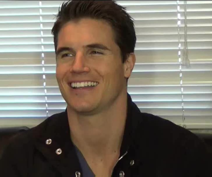 The Tomorrow People Interviews: Robbie Amell, Mark Pellegrino Explain The Machine & More