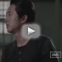 The Walking Dead Clip: Checking In