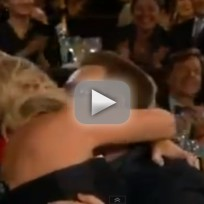 Amy-poehler-kisses-bono-at-golden-globs