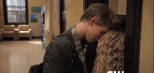 The carrie diaries clip alone time
