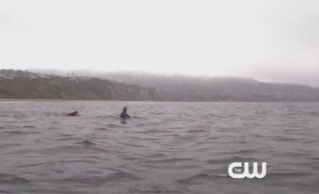 90210 Clip: Naomi as a Surfer?!?