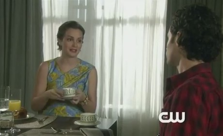 Gossip Girl 'Salon of the Dead' Clip - Dair Goes Public