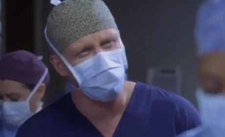"Grey's Anatomy ""Somebody That I Used To Know"" Clip - O.R. Drama"