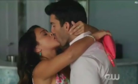 "Jane the Virgin Promo - ""Chapter Eight"""