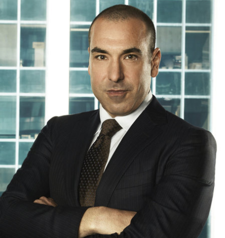 The 46-year old son of father Charlie Hoffman and mother Gail Hoffman, 178 cm tall Rick Hoffman in 2017 photo