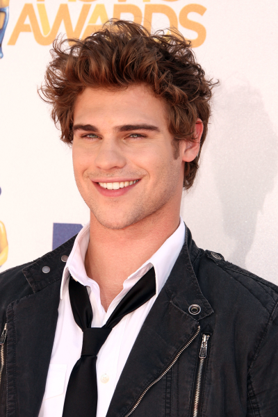 Grey Damon Photo