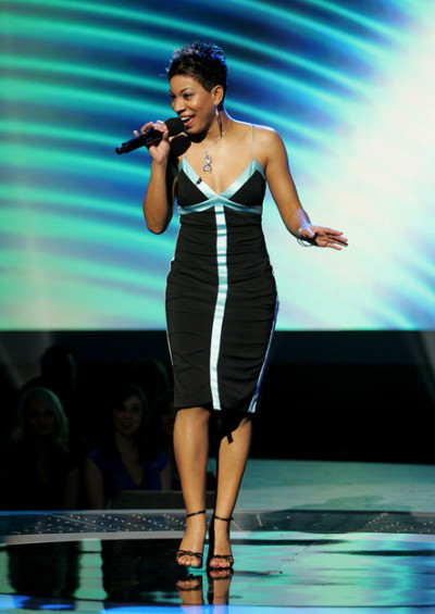 Stephanie Sings